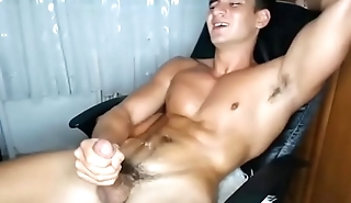 STEAMY CUMSHOT FROM STR8 TURKISH HUNK